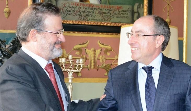 La Diputación entrega 400.000 euros a la Cámara para la promoción comercial