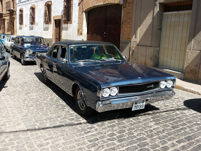 Migas y coches clásicos en el último día de fiestas en Manzanares