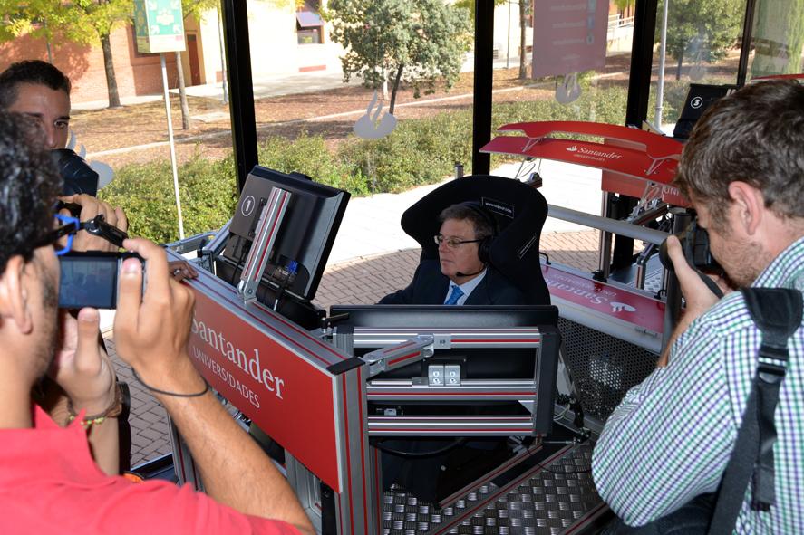 La UCLM vive la emoción de la Fórmula 1 en el Motorhome Santander Universidades