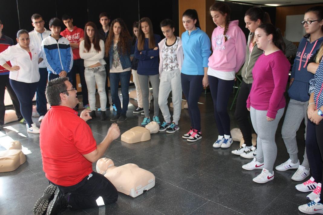 ATESCAM y Protección Civil informan en La Solana sobre cómo actuar en caso de paradas cardíacas