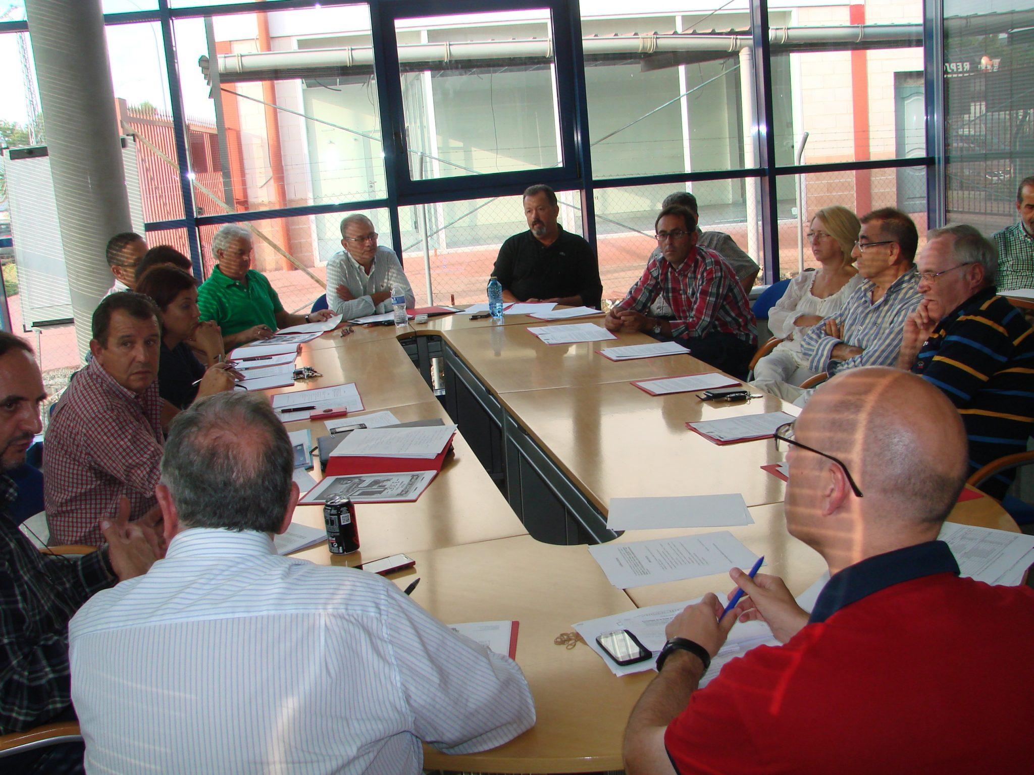 La Asociación de autoescuelas analiza la problemática del sector y crea una mesa de trabajo
