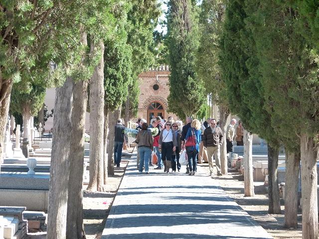 Horario ininterrumpido en el cementerio de Manzanares con motivo del Día de Todos los Santos