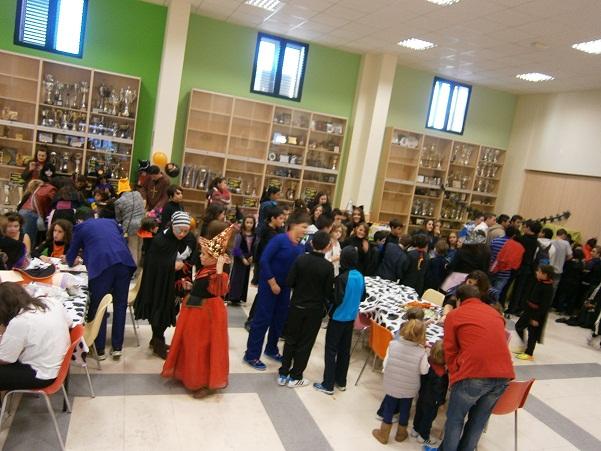 El mercado de Manzanares se transforma en la noche de Halloween