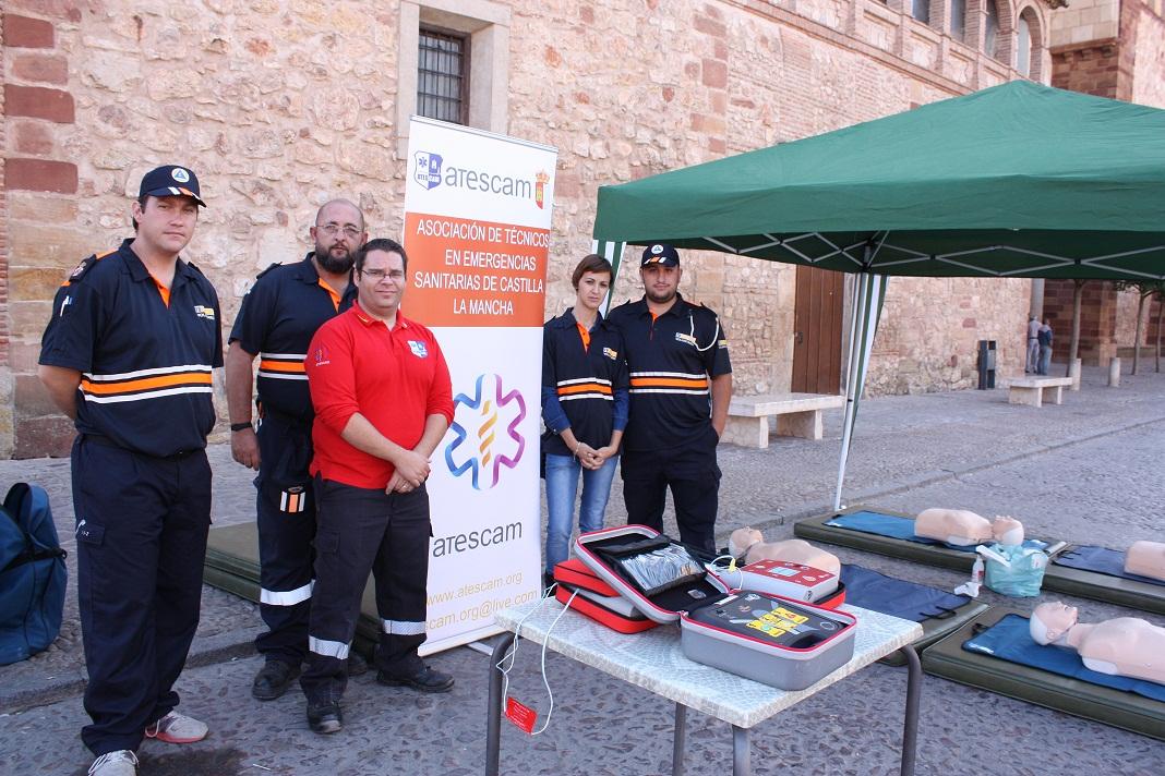 ATESCAM y Protección Civil enseñaron en la plaza mayor de La Solana a realizar un masaje cardiaco