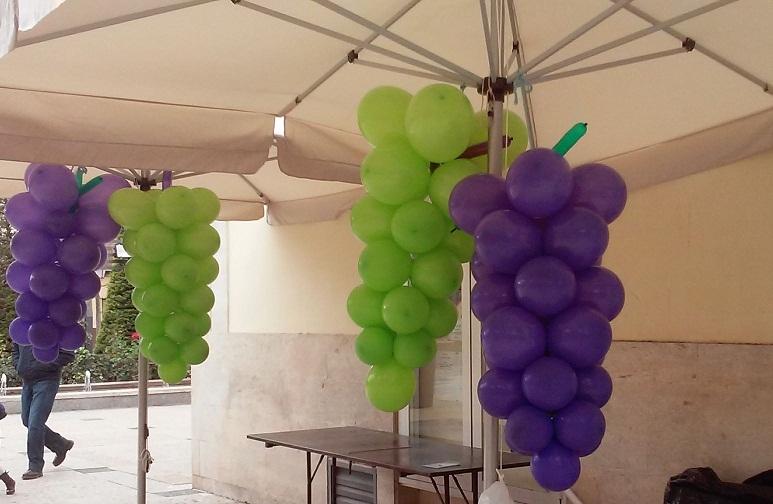 """Los más pequeños vendimiaron en Manzanares racimos gigantes en """"Alma del Vino"""""""