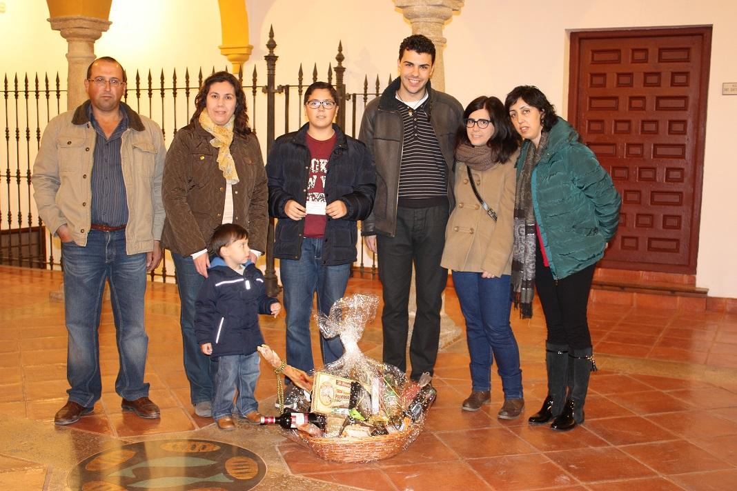 Juventudes Marianas Vicencianas entregó su cesta de Navidad