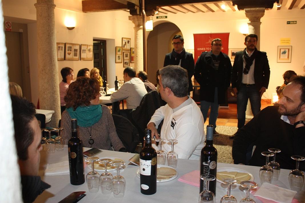 Maridaje vino y queso. Los elaboradores piden se añada al cine y vino del Festival de La Solana