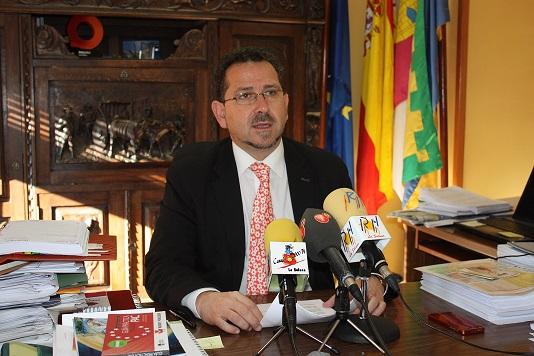 Luis Díaz-Cacho pide fortaleza y confianza a la sociedad solanera