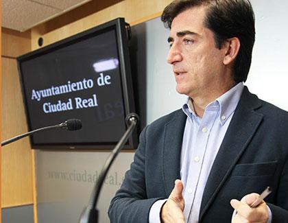 """Miguel Ángel Poveda: """"Los presupuestos 2015 son realistas, reducen el gasto financiero y garantizan el pago puntual a proveedores"""""""