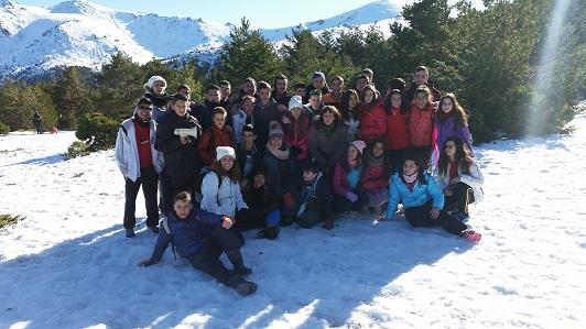 Treinta jóvenes del proyecto Empu-G disfrutan de la nieve