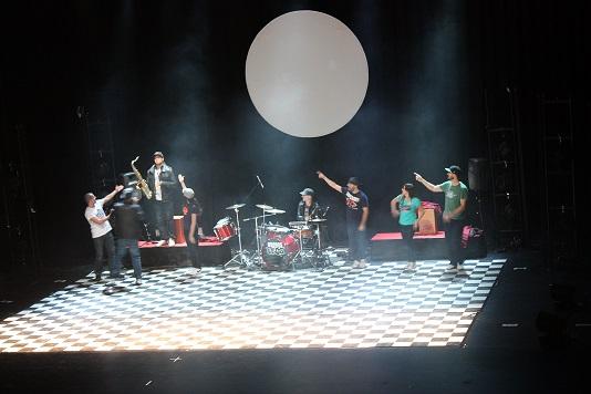 Brodas Ross llenó de ritmo y hip-hop el Teatro Tomás Barrera de La Solana