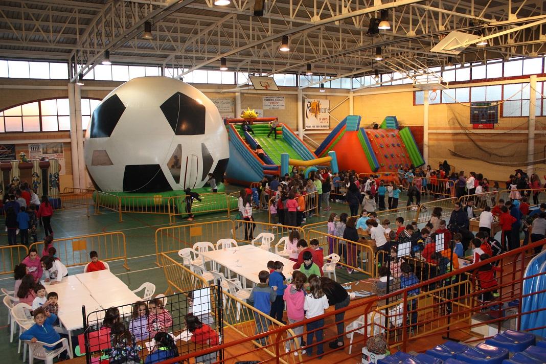 Los más pequeños se divierten en Infantilanda con talleres y juegos variados