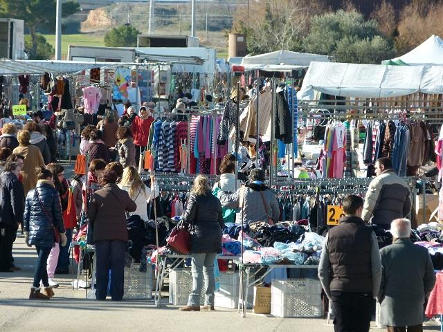 El mercadillo de Manzanares se traslada al parking de FERCAM