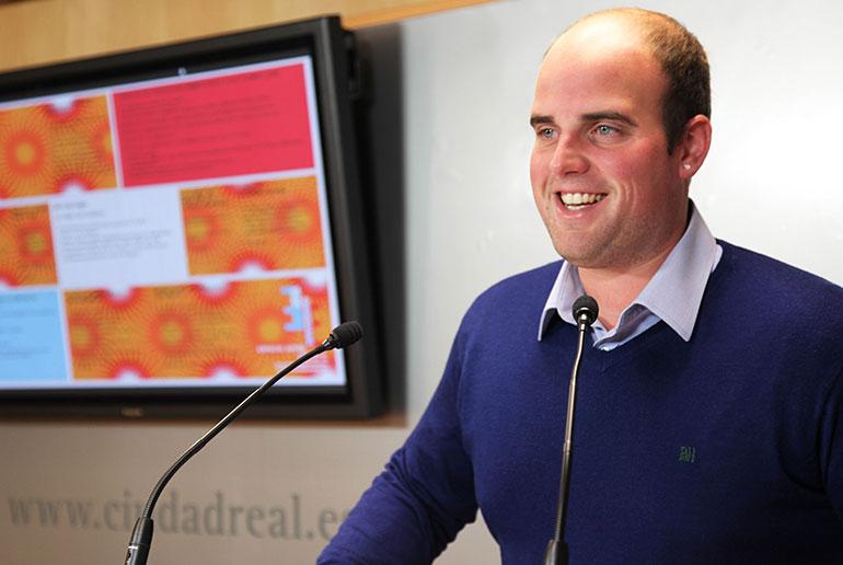 Carlos Gutierrez presenta en Ciudad Real la Agenda Joven del trimestre