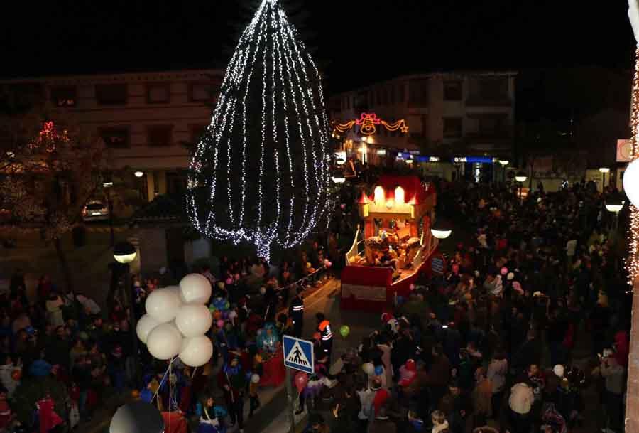 Gran Cabalgata de Reyes en Miguelturra repartiendo ilusión