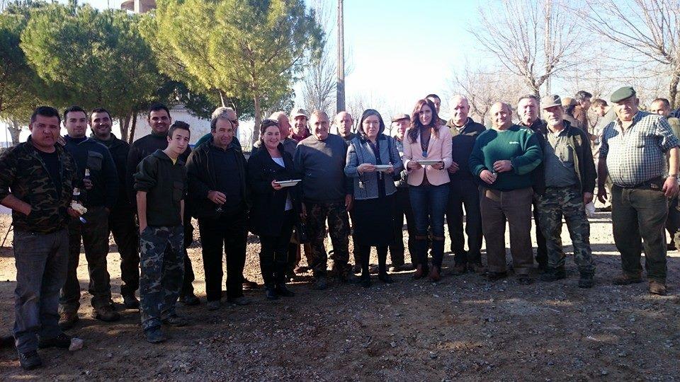 La Sociedad de Cazadores de Carrión de Calatrava homenajea a Pilar Vargas en su jornada anual de convivencia
