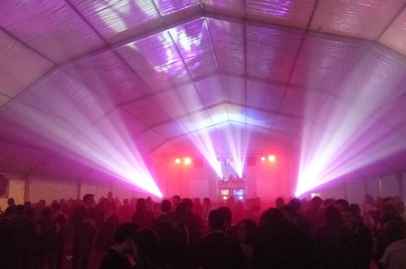 Música disco para estrenar el 2015 en la fiesta de Nochevieja de la carpa municipal