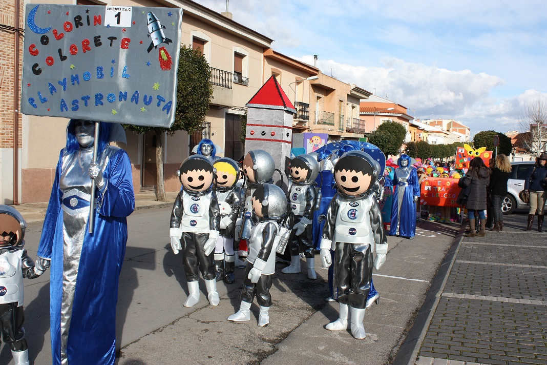 Color, originalidad y talento en el desfile infantil de carnaval de La Solana