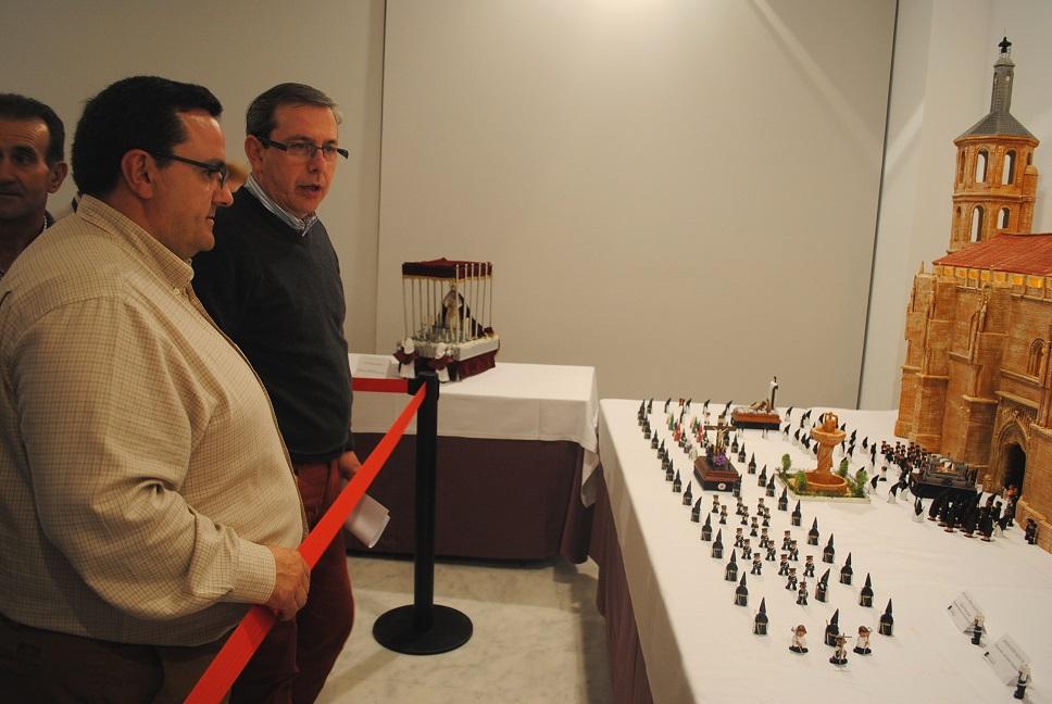 'La Confianza' acoge una exposición de miniaturas de Semana Santa
