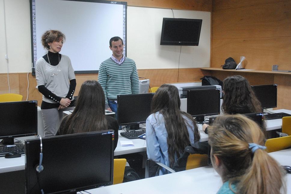 Alumnas de bachillerato presentan sus proyectos al Concurso de Ideas Empresariales
