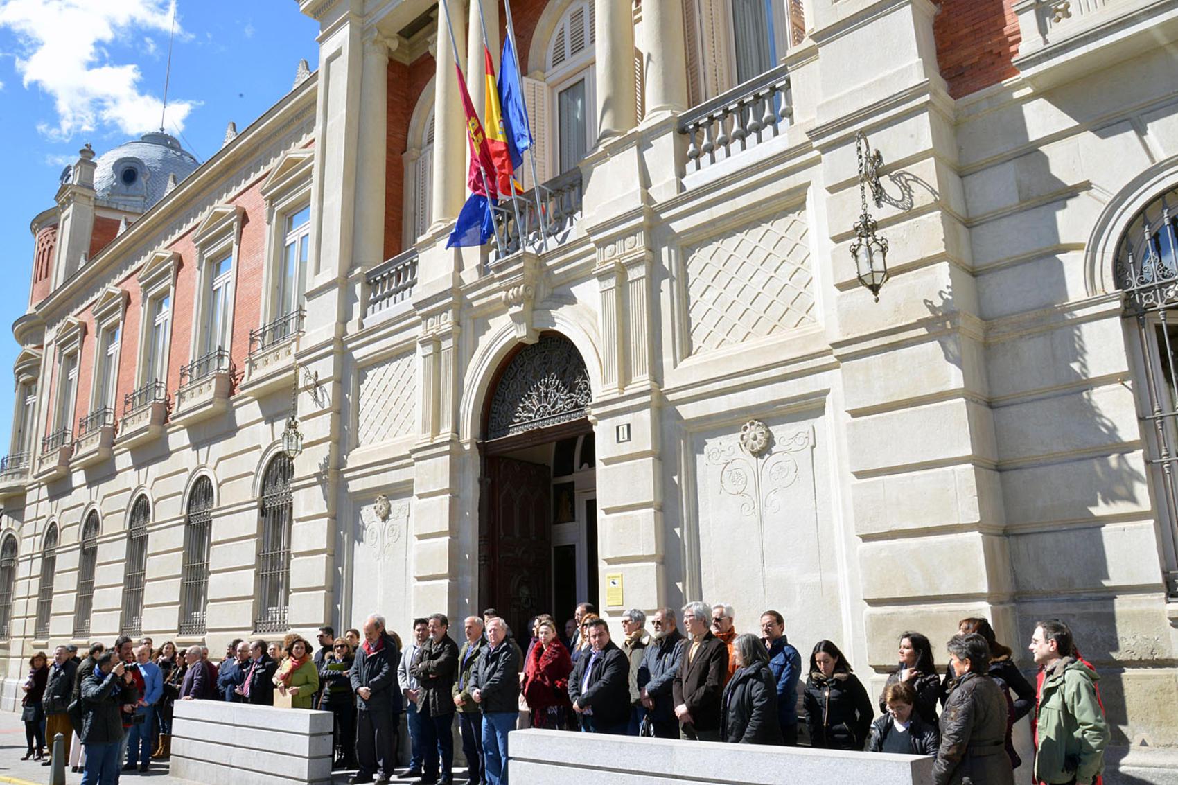 El Presidente de la Diputación muestra sus condolencias a familiares y conocidos de las víctimas de la tragedia aérea
