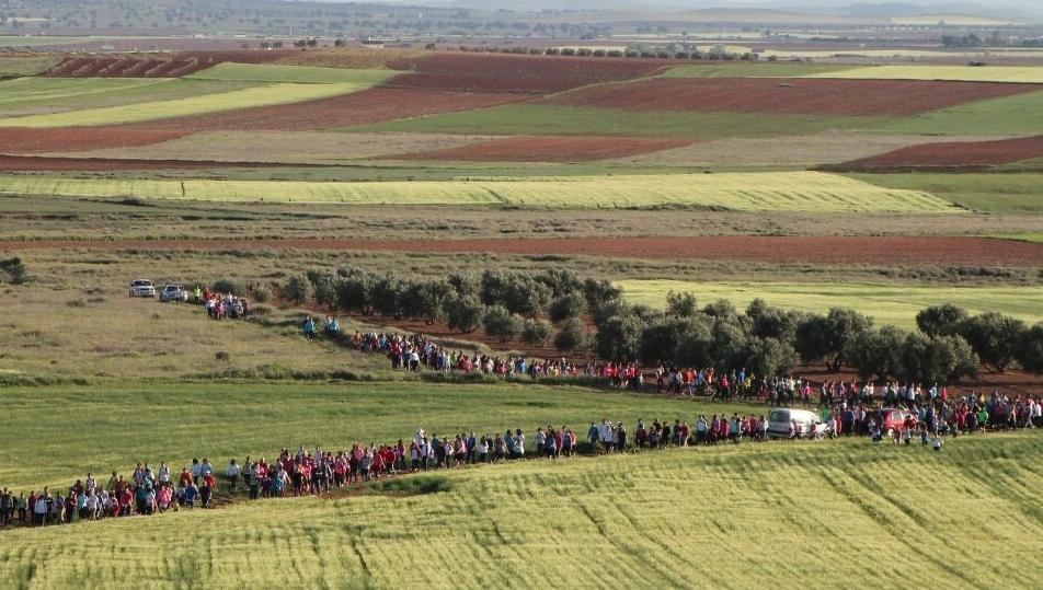 Más de 500 personas marchan por la pequeña Lydia en La Solana y Membrilla