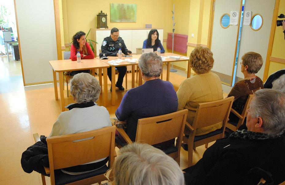 """La prevención de estafas y fraudes a personas mayores, en las charlas de """"Mayor Seguridad"""""""