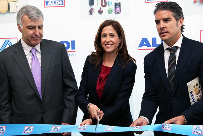 La alcaldesa asiste a la inauguración del segundo supermercado en Ciudad Real de la cadena Aldi