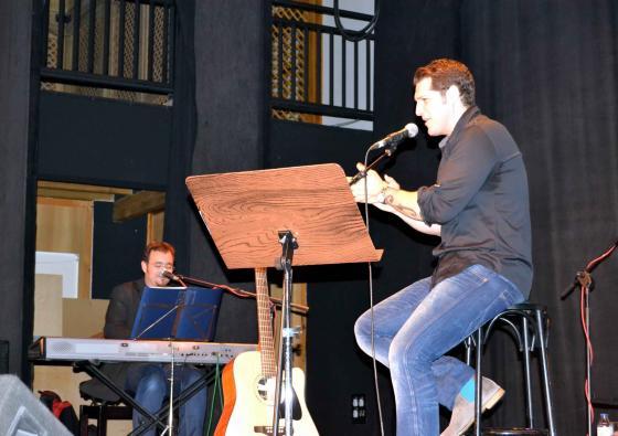 El pregón de la atleta María José Pérez y el cantante Manu Tenorio abrirán las Ferias y Fiestas de Carrión de Calatrava, en honor a la Virgen de la Encarnación el próximo sábado 4 de abril