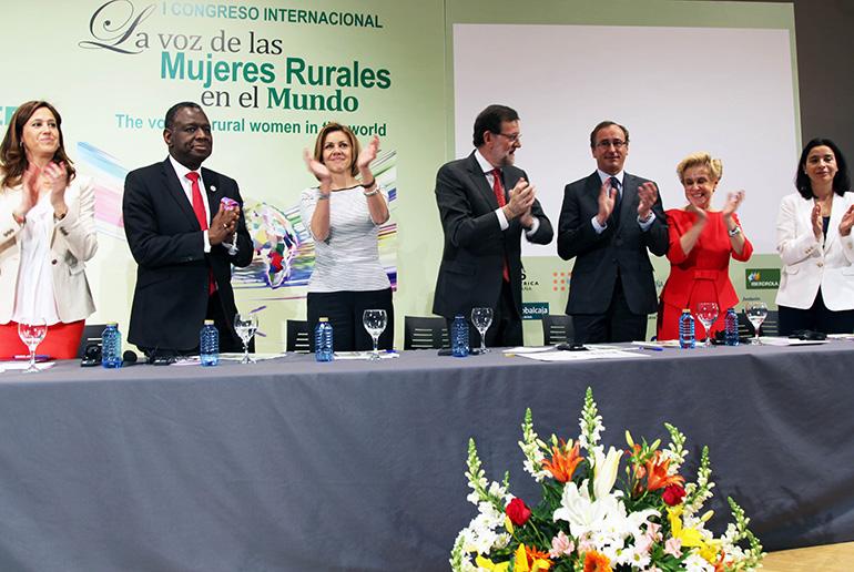 """Rosa Romero da la bienvenida a los participantes en el I Congreso Internacional """"La voz de las mujeres rurales en el mundo"""" organizado por AFAMMER"""