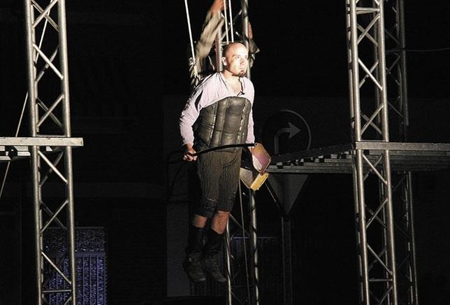 Teatro Narea lleva a la Plaza de España de Daimiel ' Don Quijote Inside '