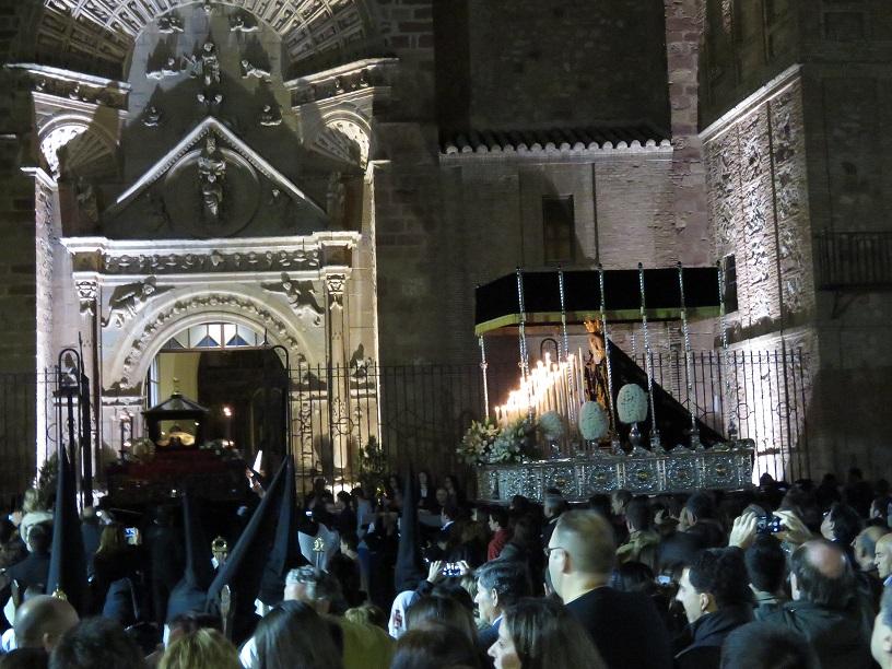 El Calvario y el Santo Entierro brindan un magnífico Viernes Santo