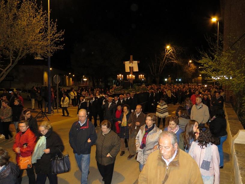 La Santa Cruz, portada por anderos, protagonista del Vía Crucis en Manzanares