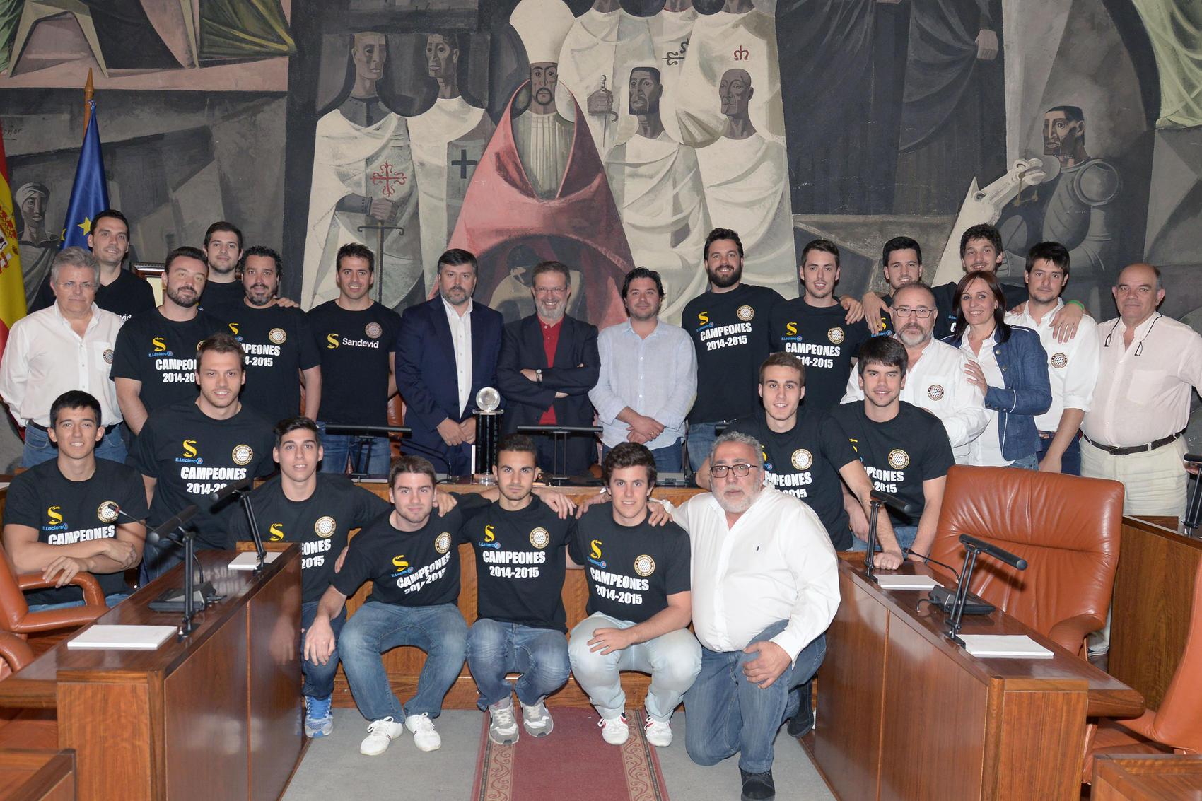 El Presidente de la Diputación recibe al BM Alarcos tras su fase de ascenso a la División de Honor Plata