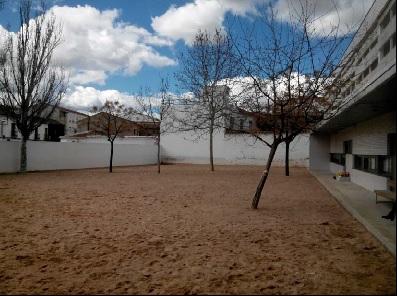 El Ayuntamiento de Manzanares mejora el patio de infantil del colegio La Candelaria