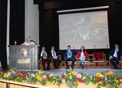 La poeta Presentación González exalta con cruces sencillas y poemas durante el Pregón de Cruces
