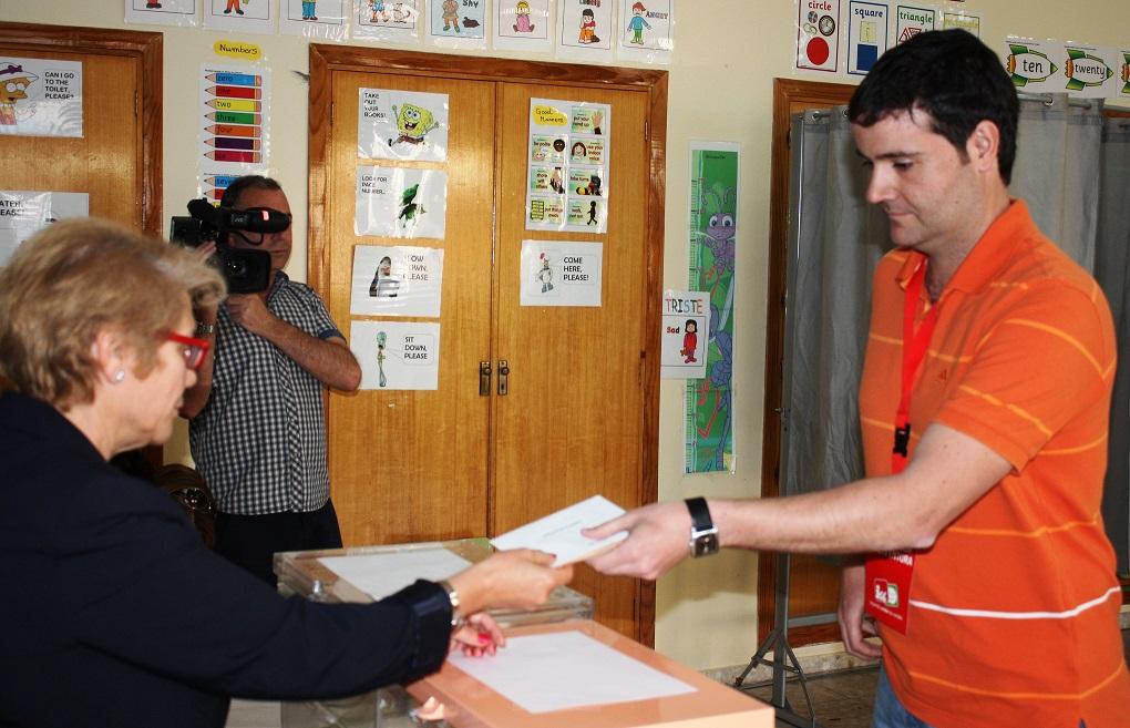 Vota Bernardo Peinado