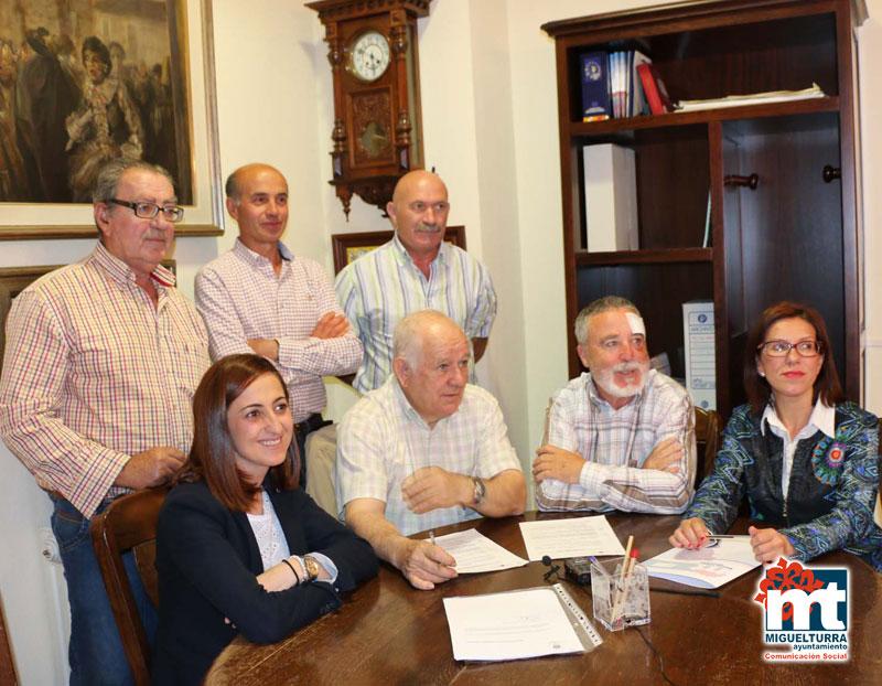 Firma del acuerdo de pago privilegiado convenido entre la Cooperativa Tierra de Calatrava y Ayuntamiento de Miguelturra