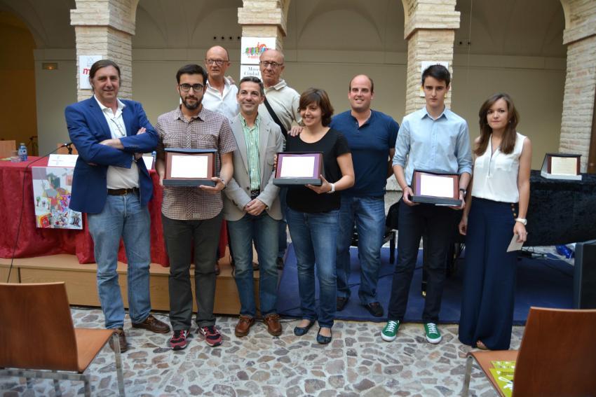 Frederic Bosch recoge el primer premio del concurso de diseño de la camiseta del 20º Quixote Maratón de Castilla-La Mancha