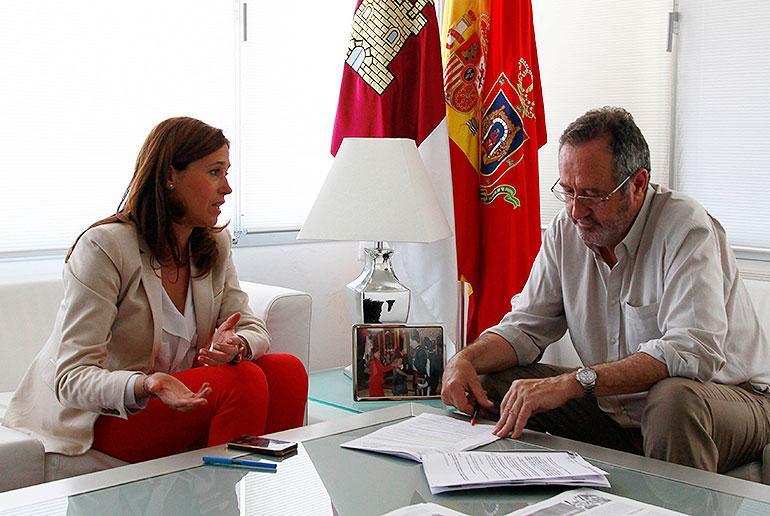 La alcaldesa anuncia que el Ayuntamiento entregará 15.000 euros a Unicef para ayuda de emergencia a los damnificados por el terremoto de Nepal