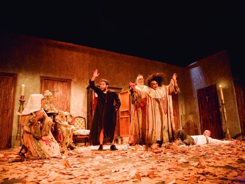 La obra «El rayo colgado y peste de loco amor», coproducida por el Festival Patio de Comedias, aspira a 2 premios Max