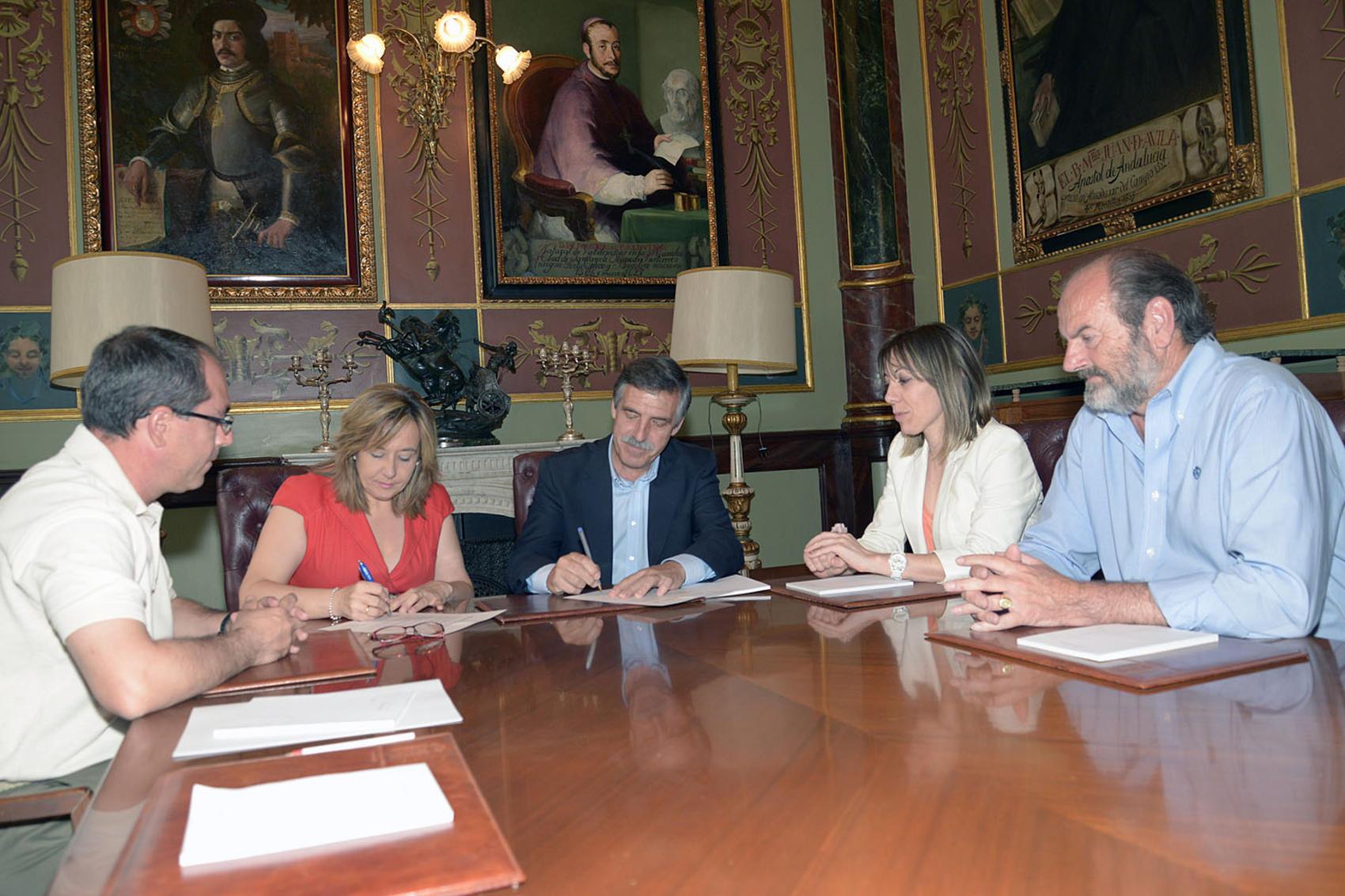 La Vicepresidenta Jacinta Monroy ha entregado el archivo municipal de Almadén