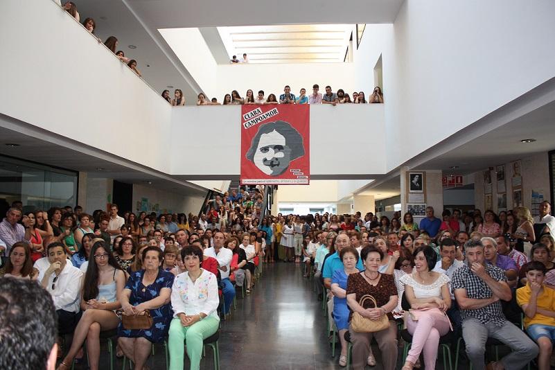 Los alumnos de 4º de la ESO del Clara Campoamor recibieron las orlas