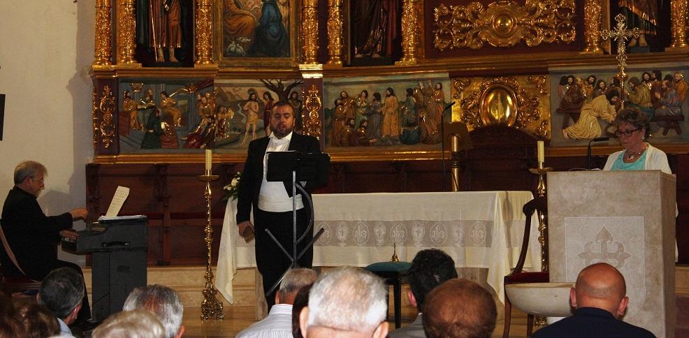 La ACAZ organizó un recital con la intervención de Paloma Gómez Borrero