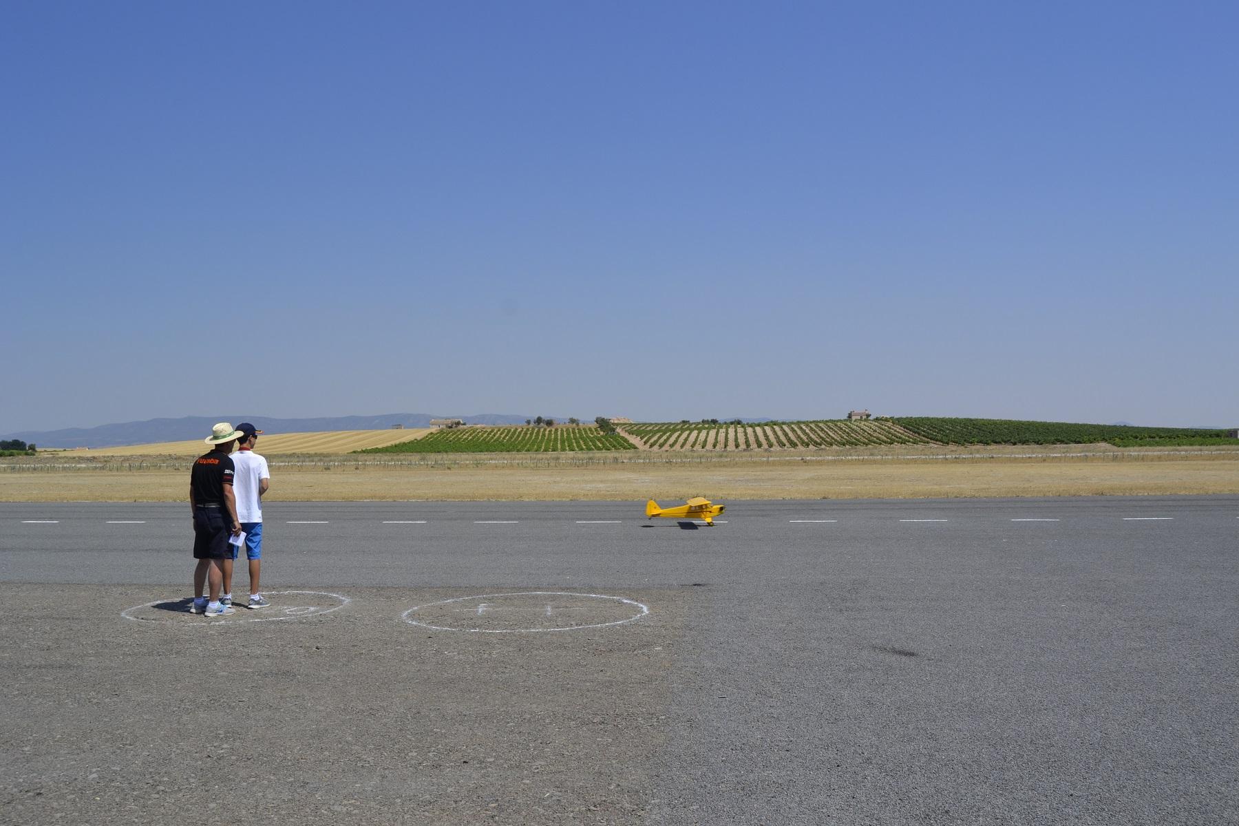 Las altas temperaturas dificultan el desarrollo del Open Nacional de Aeromodelismo en Daimiel