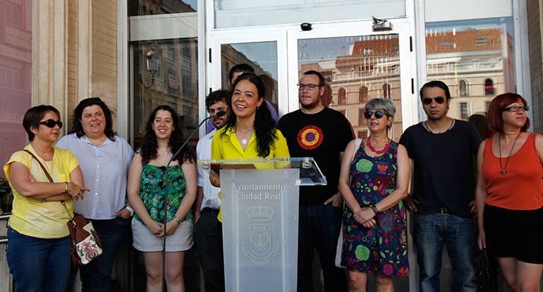 La bandera arcoiris ya ondea en el Ayuntamiento de Ciudad Real