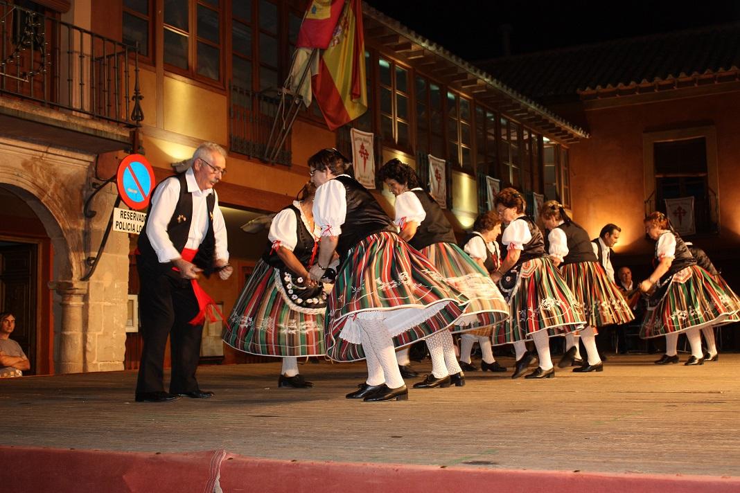 Los mayores demostraron su talento artístico en la Plaza Mayor de La Solana