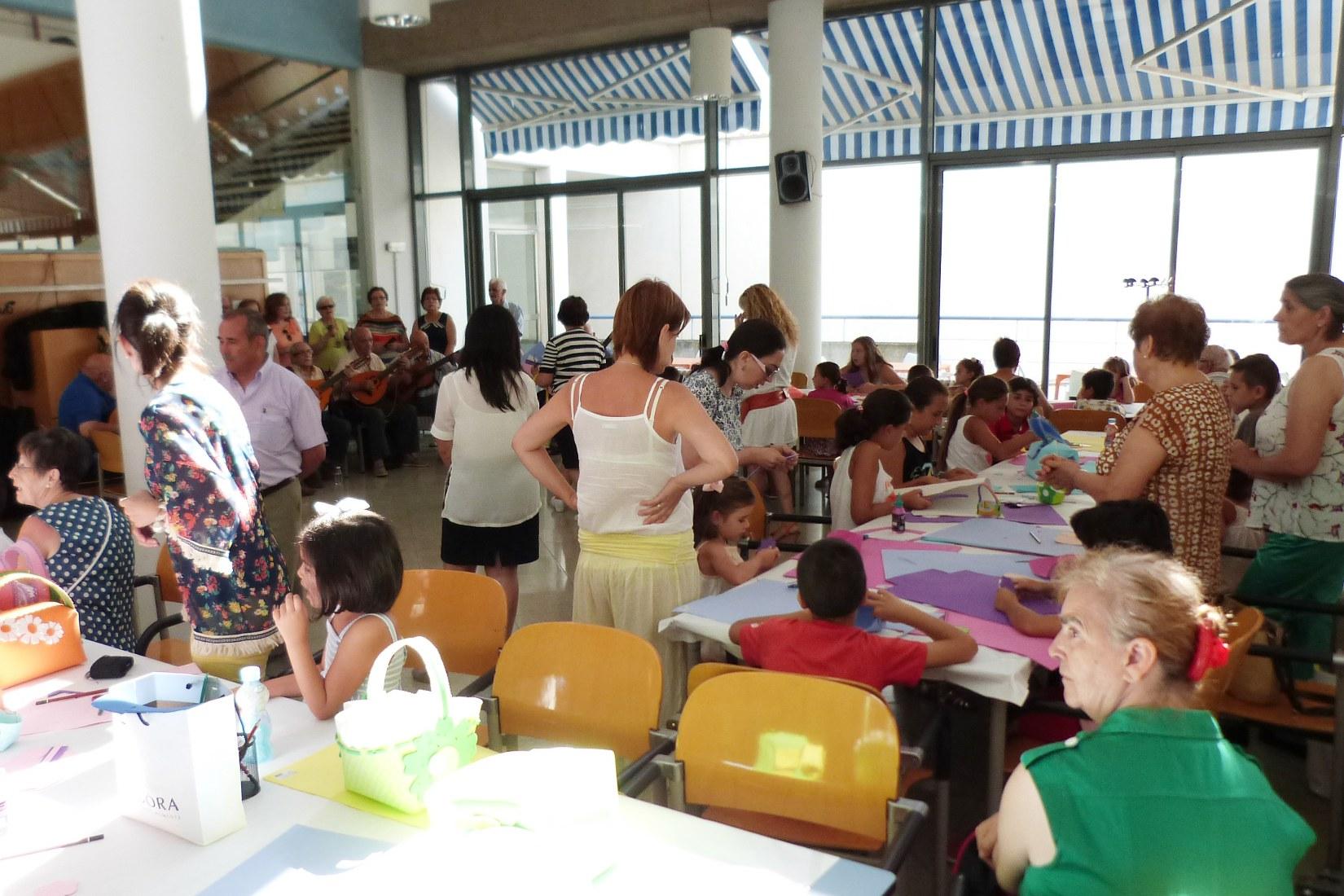"""El Centro de Mayores de Daimiel se ha vestido de alegría, diversión y juventud en el """"Día de los Abuelos y Abuelas"""""""