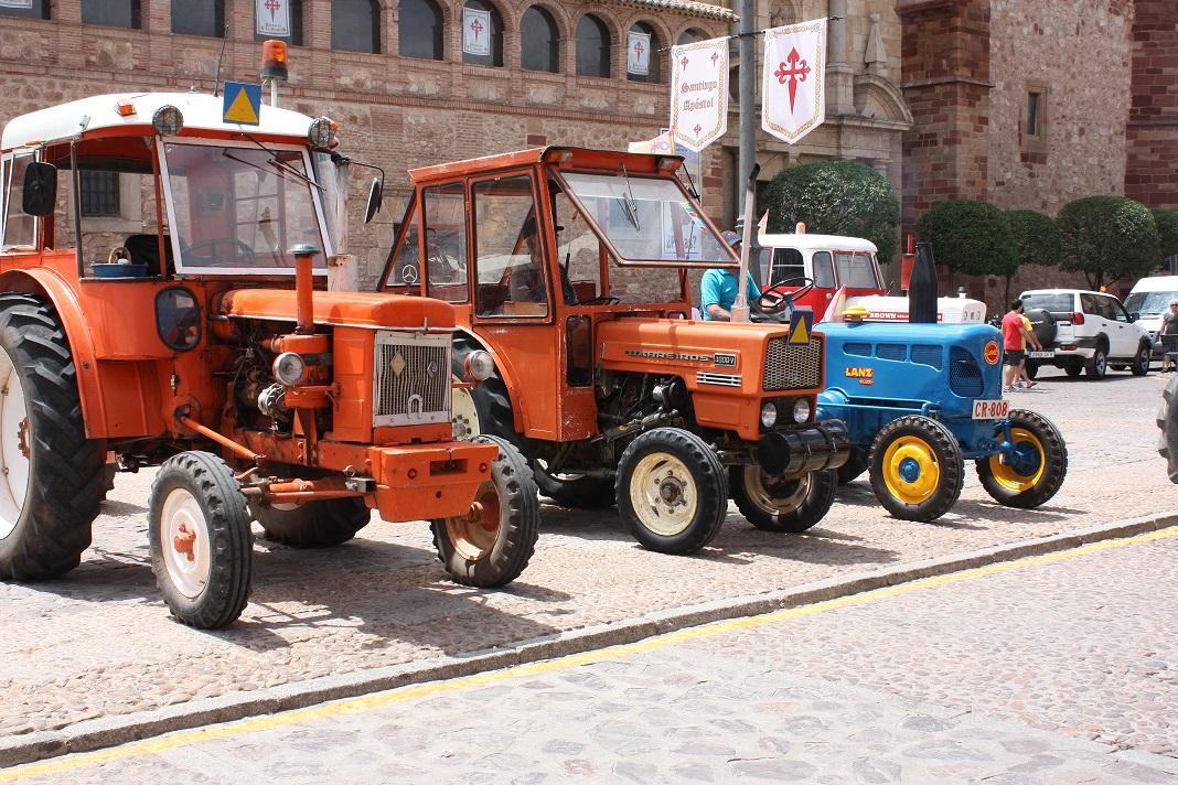 Una docena de tractores participaron en esta concentración con vehículos de más de treinta años