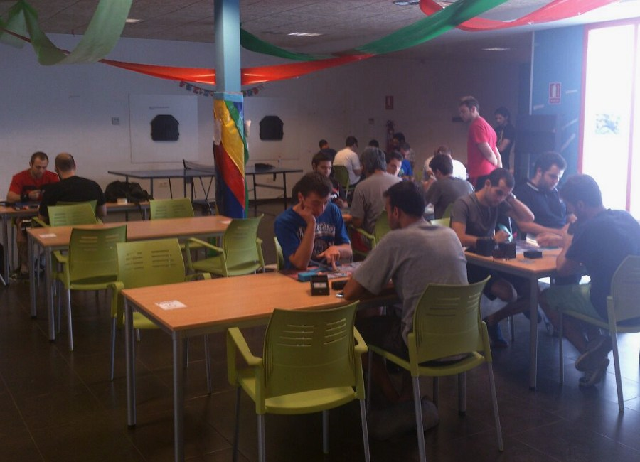 Cerca de 40 jóvenes se interesan por el I Torneo de Magic de 'Black Order'